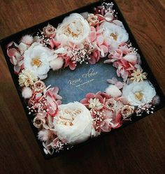 43 Best Ideas For Flowers Gift Box Fresh Flower Box Gift, Flower Boxes, Gift Flowers, Flower Basket, Deco Floral, Arte Floral, Dried Flowers, Paper Flowers, Fresh Flowers