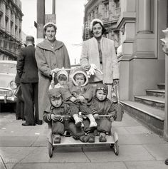 """""""Babysitters on the street of Wellington"""" Source: Evening Post newspaper New Zealand - Wellington, August 1959 Vintage Photographs, Vintage Images, In Medias Res, Shorpy Historical Photos, Vintage Pram, Fawn Colour, Fashion Tips For Women, Fashion Ideas, Black And White"""