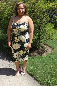 Yellow Florals. H&M floral dress. Plus size fashion blogger. Curvy fashion.