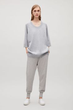 This top is made from a soft cotton and cashmere knitted panel at the front and contrast, cotton-voile panel at the back. Designed for an oversized fit, it has ¾ sleeves, side seams moved forward and neatly ribbed trims.