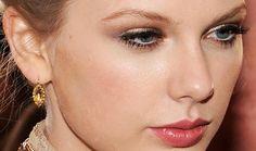 Maquiagem para noite: Sombra dourada Top 10 Maquiagens: Keira Knightley Tô por dentro: Daisy Dream by Marc Jacobs Tutorial: Maquiagem para Festas de Fim de Ano Taylor Swift
