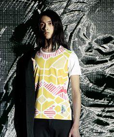 アンリアレイジ×『進撃の巨人』のコラボTシャツ発売 - 光で模様が浮かび上がる!   ニュース - ファッションプレス