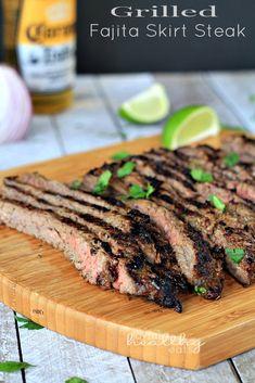 Grilled Fajita Skirt Steak - Dünya mutfağı - Las recetas más prácticas y fáciles Grilling Recipes, Paleo Recipes, Mexican Food Recipes, Cooking Recipes, Steak Recipes, Skirt Steak, Beef Dishes, Mexican Dishes, Snacks
