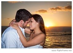 http://www.rightframe.net - Engagement sunset beach photography in Waikiki Beach, Honolulu. Hawaii engagement, photographer, photography, photographers, professional