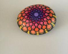 Mandala Stone Hand Painted Rock dot painting di FloridaFunshine
