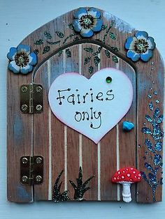 Hand-Made-Stunning-Wooden-Personalised-Fairy-Door-it-actually-opens