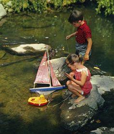 Nens amb vaixells de joguina. ca. 1960. Autor desconegut . MMB (Col. J. Montoro) Picnic Blanket, Outdoor Blanket, Painting, Author, Painting Art, Paintings, Painted Canvas, Drawings, Picnic Quilt
