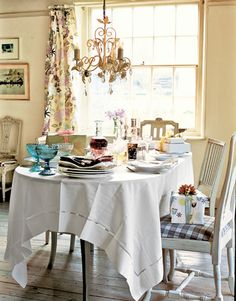Sit-Down Buffet: Linens needn't be ironed. Lay the cloth in the morning, and let the August humidity gently smooth its creases. Party Themes, Party Ideas, Weekend House, Outdoor Parties, Host A Party, Summer Parties, House Party, Country Living, Linens