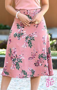 Saia midi evangélica sol da terra 03473 in 2019 Cute Fashion, Modest Fashion, Hijab Fashion, Trendy Fashion, Fashion Dresses, Womens Fashion, Elegant Dresses, Cute Dresses, Skirt Outfits Modest