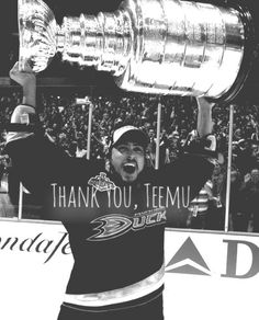 Even though I'm not a fan of the ducks, teemu is a great player and will be missed. He was a great player (: