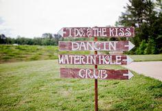 Rustic wedding signage | The Wedding Traveler