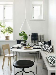 Nordic dining area full of Finnish design with a birch Aalto chair by Artek, tableware, tea towel and pillows by Marimekko. Interior Design Blogs, Swedish Interior Design, Swedish Interiors, Home Interior, Design Interiors, Marimekko, Beige Living Rooms, Living Spaces, Design Apartment