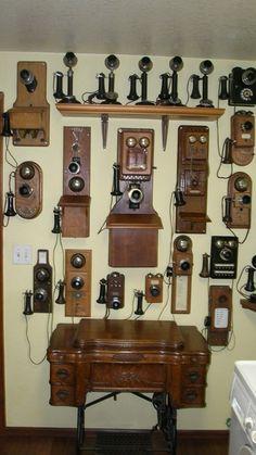 Collection of Vintage Telephones Telephone Vintage, Telephone Booth, Vintage Phones, Vintage Decor, Vintage Antiques, Retro Vintage, Vintage Items, Antique Phone, Antique Radio