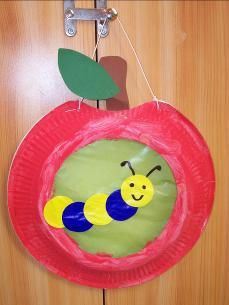 laterne basteln kinder Please visit our website for Fall Crafts For Toddlers, Toddler Crafts, Diy For Kids, Paper Plate Art, Paper Plate Crafts, Preschool Crafts, Kids Crafts, Apple Activities, Apple Theme