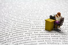 Tiny world the writer to write to type lo scrittore in miniatura Little People