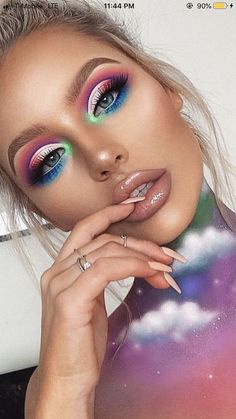 As Christmas is near, ensure your best eye makeup tips clicking here. You will get some exciting Christmas Eye Makeup Tips to make your Christmas interesting. makeup 6 Alluring Christmas Eye Makeup Tips to Try This Year Creative Makeup Looks, Unique Makeup, Cute Makeup, Gorgeous Makeup, Pretty Makeup, Sleek Makeup, Romantic Makeup, Glam Makeup Look, Awesome Makeup
