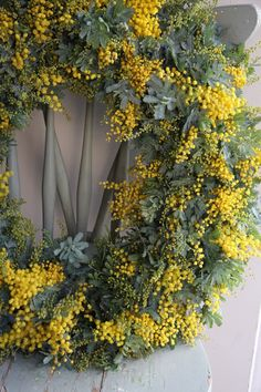 Couronne de mimosa et pin / Mimosa crown with pine. Wreaths And Garlands, Holiday Wreaths, Floral Wreaths, Easter Wreaths, Wreaths For Front Door, Door Wreaths, Le Mimosa, Yellow Cottage, Mellow Yellow