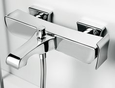 Wall-mounted bath mixer with diverter and flex hose connection, Chrome finishing