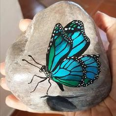 painted rock butterfly art by Tunde Fodor of RockStreet Collective - Stone art Stone Art Painting, Pebble Painting, Pebble Art, Diy Painting, Painted Rock Animals, Painted Rocks Craft, Hand Painted Rocks, Paint On Rocks, Rock Painting Patterns