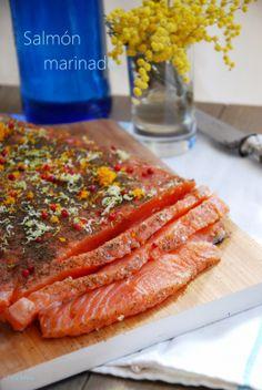 marinar salmón con sal azúcar y especias