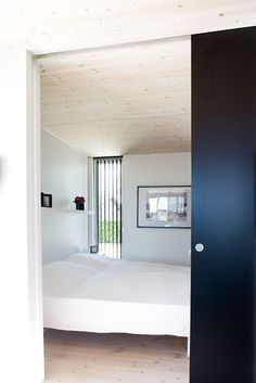 Full height internal sliding door