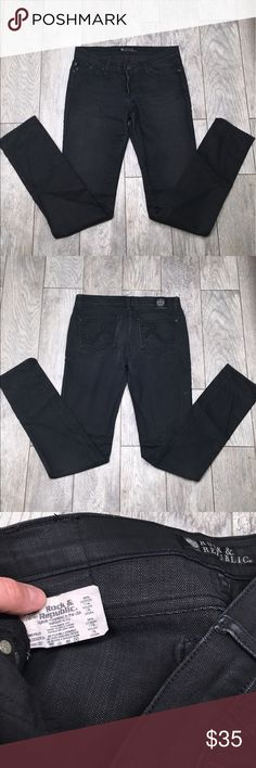 """Rock and republic black skinny jeans 28 Rock and republic black skinny jeans. Has some stretch. EUC- no flaws. Size 28. 33"""" inseam, 15.""""5 waist Rock & Republic Jeans Skinny"""