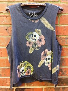 dainty lion -   chaser   'hibiscus skull' muscle tank