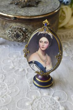 "Конкурс ""Необычный декор Пасхальн.. Mirror Painting, Painting Frames, Egg Crafts, Easter Crafts, Miniature Portraits, Faberge Eggs, Diy Projects To Try, Vintage Decor, Vintage Style"