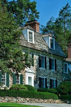 An excellent example of a colonial fieldstone house. among other things, I have a deep obsession with fieldstone. - My-House-My-Home Style At Home, Future House, My House, Farm House, Architecture Classique, Classic House, Traditional House, Exterior Design, Stone Exterior