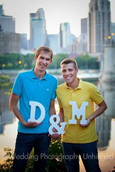 Love the city setting! Great idea for #samesexengagement pictures!