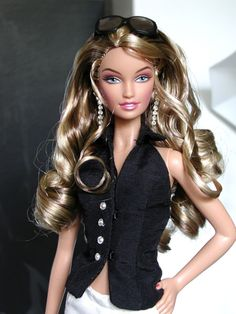 Fashion Royalty Dolls, Fashion Dolls, Fashion Outfits, Barbie Clothes, Barbie Dolls, Beautiful Dolls, Beautiful Outfits, Kissing Scenes, Barbie And Ken