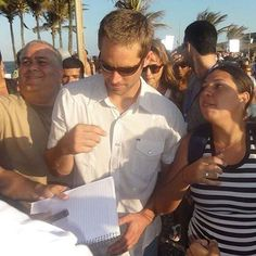 Pauly getting ambushed by fans in Brazil such a good guy always nice to people…