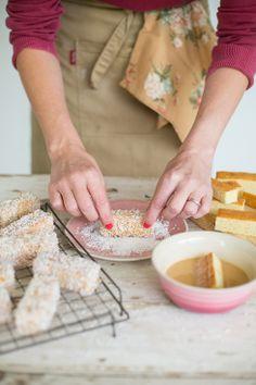 Lamingtons Recipe, Dessert Sans Gluten, Exotic Food, Colorful Cakes, No Bake Treats, Mini Desserts, Mini Cakes, Sweet Recipes, Healthy Recipes