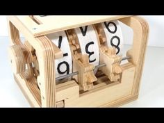 Watching [Matthias Wandel] fabricate this mechanical counter from scrap wood is just fascinating. He likens the mechanism to the counters you would find on decades-old cassette tape players. Cnc Projects, Diy Craft Projects, Mechanical Calculator, Marble Machine, Wooden Gears, Wood Clocks, Woodworking Furniture, Wooden Diy, Handmade Art