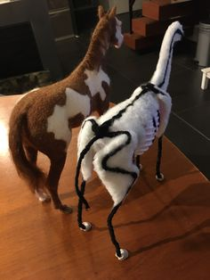 Horse Crafts, Felt Animals, Felting, Skeleton, Muscles, Dinosaur Stuffed Animal, Horses, Toys, How To Make