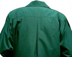 A stunning heavy all weather coat of excellent quality from Geconf. Two pockets, hidden buttons, pleated sleeves, buttoned cuffs, defined shoulder seams with padded shoulders with a full inner lining and a fully removable winter lining in the same design leaving a coat light enough for cool summer evenings. Very smart and in mint condition.