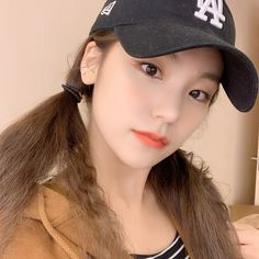 Photo album containing 5 pictures of Yeji Kpop Girl Groups, Korean Girl Groups, Kpop Girls, Programa Musical, Aesthetic Photo, Ulzzang Girl, New Girl, K Idols, South Korean Girls