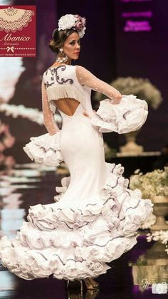 Flamenco Dancers, Flamenco Dresses, Spanish Dancer, Peplum Dress, Formal Dresses, Outfits, Beauty, Prada, Fashion