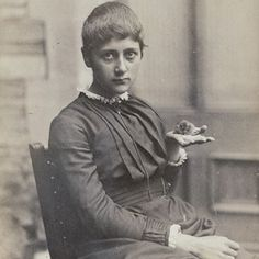 The great English writer, illustrator, naturalist and conservationist - who is, of course, best known for her Peter Rabbit books - Beatrix Potter was born 28 July 1866. Here she is in 1885 with her pet mouse Xarifa. She once said, with great understatement that 'with opportunity, the world is very interesting.' I second that emotion! Bow down! #beatrixpotter