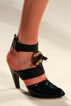 Louis Vuitton Fall 2014 Ready-to-Wear Accessories Photos - Vogue