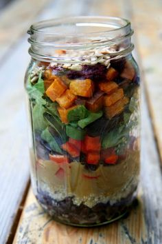 Under 500 Calories: Roasted Sweet Potato and Quinoa Salad in a Jar Healthy lunch Mason Jar Meals, Meals In A Jar, Mason Jars, Lunch Recipes, Salad Recipes, Vegan Recipes, Cooking Recipes, Jar Recipes, Potato Recipes