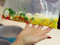 Omelete é sempre uma ótima opção. Recheá-lo com vegetais torna o prato ainda mais saudável. Veja como fazer esta delícia com zero de óleo e 100% de saúde.