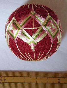 絹ミニてまり「二つ割桜」エンジ地 手まり 手毬 手鞠