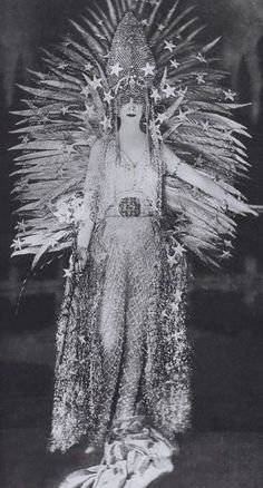 Marchesa Luisa Casati - 1922 - 'Light' Costume by House of Worth - Muse to many including Beaton, Poiret, Fortuny, Galliano and Lagerfeld - @~ Watsonette