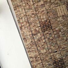 """""""En het basismateriaal van vandaag is... Kurk""""  #creatiefmetkurk #kurk #cork #plafond #aardigwatgezopen #pattern"""
