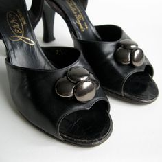 Black Leather 1950s Shoes Button Detail #vintage #black #shoes #1950s #leather @Etsy