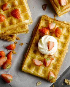 De Brusselse wafel is wereldwijd bekend, en terecht! Lekker met slagroom en vers fruit. Heerlijk voor bij de koffie, als dessert of zelfs 's morgens!