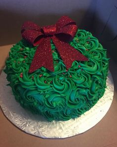 Christmas Cupcake Cake, Christmas Themed Cake, Christmas Cake Designs, Christmas Cake Decorations, Christmas Cakes, Christmas Sweets, Holiday Cakes, Christmas Desserts, Christmas Baking