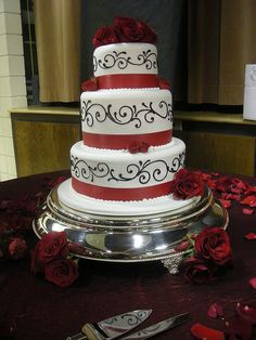 Trendy cake with a black swirls design with red ribbons and flowers   -  #wedding #weddings #red