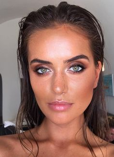 Bronzed summer look